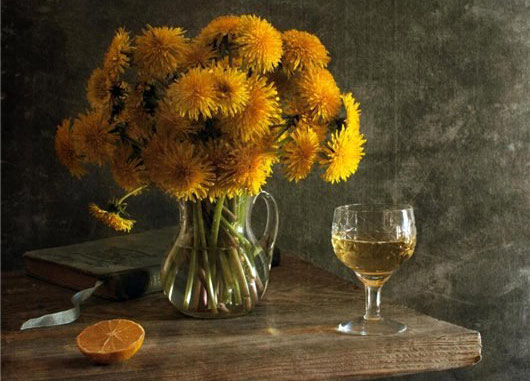 vino-iz-oduvanchikov-cvetochnoe-s-apelsinom-i-limonom