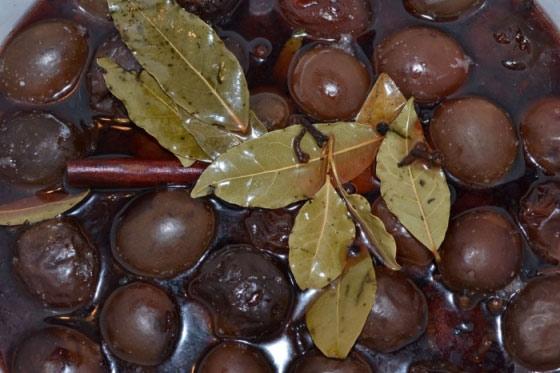 marinovannye-slivy-ugorka