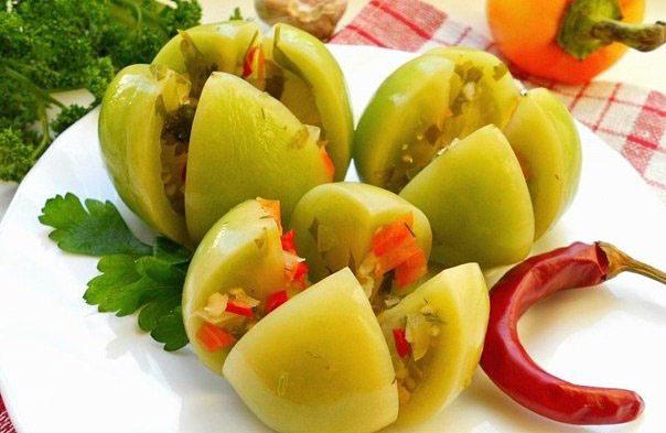 зеленые помидоры с хреном и чесноком